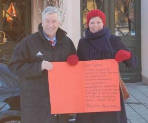 Benedikte Pryneid Hansen overrakte en hilsen til Sigbjørn Johnsen