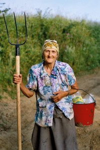 Old_farmer_woman_By David Baldi (user PandaDB) [Public domain], via Wikimedia Commons