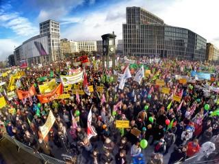 50 000 mennesker samlet seg til demonstrasjon mot TTIP den 20. januar.