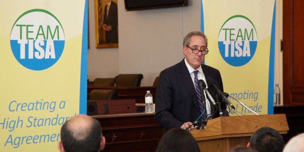 """USAs representant i TiSA-forhandlingene, Michael Forman, snakker for lobbygruppen """"Team TiSA""""."""